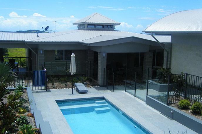 Q_0008_pool house